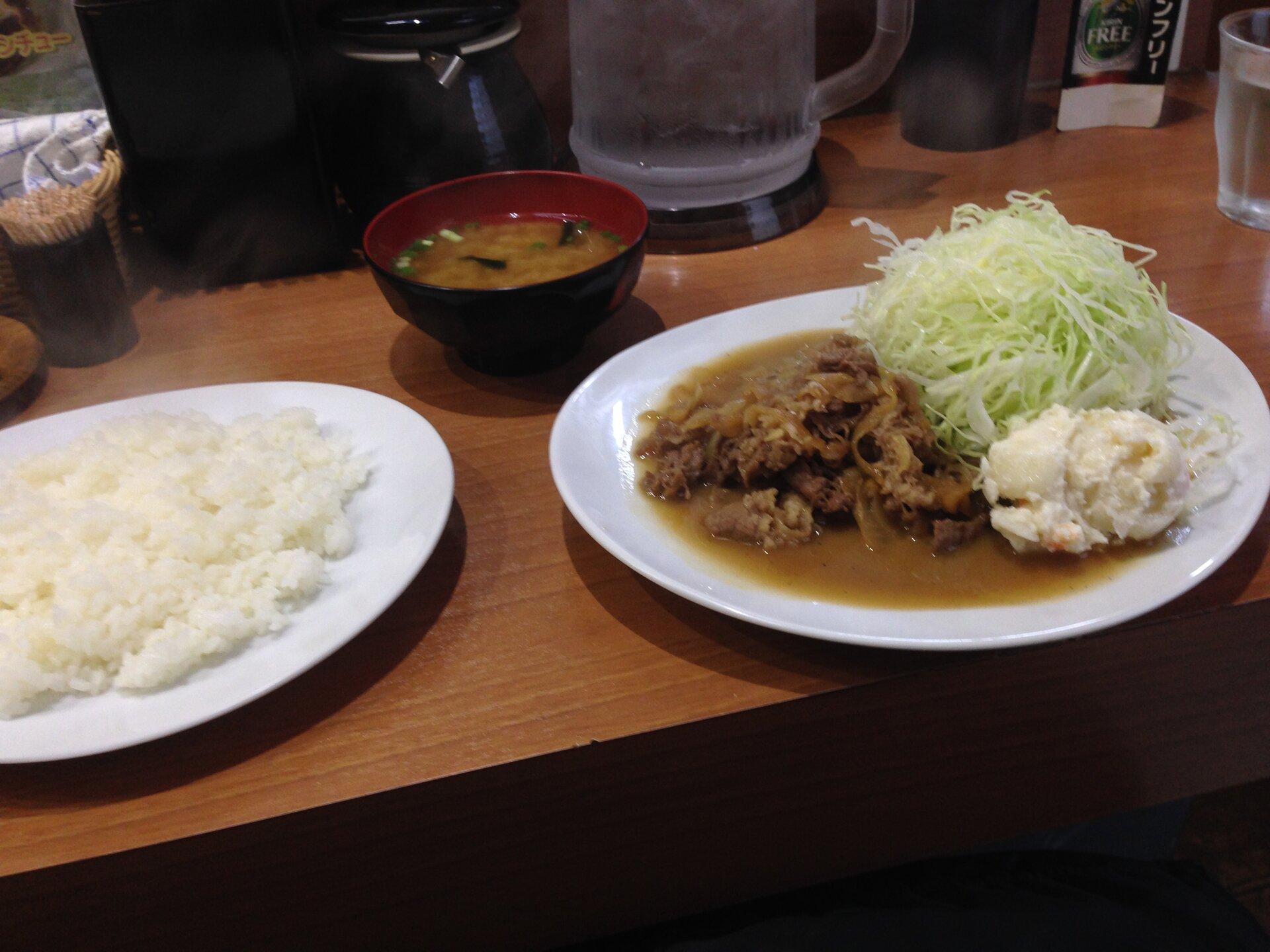 【あの小泉進次郎も通う!東京の洋食最高峰】キッチンたかで食べるバタービーフと絶品のオムライス!