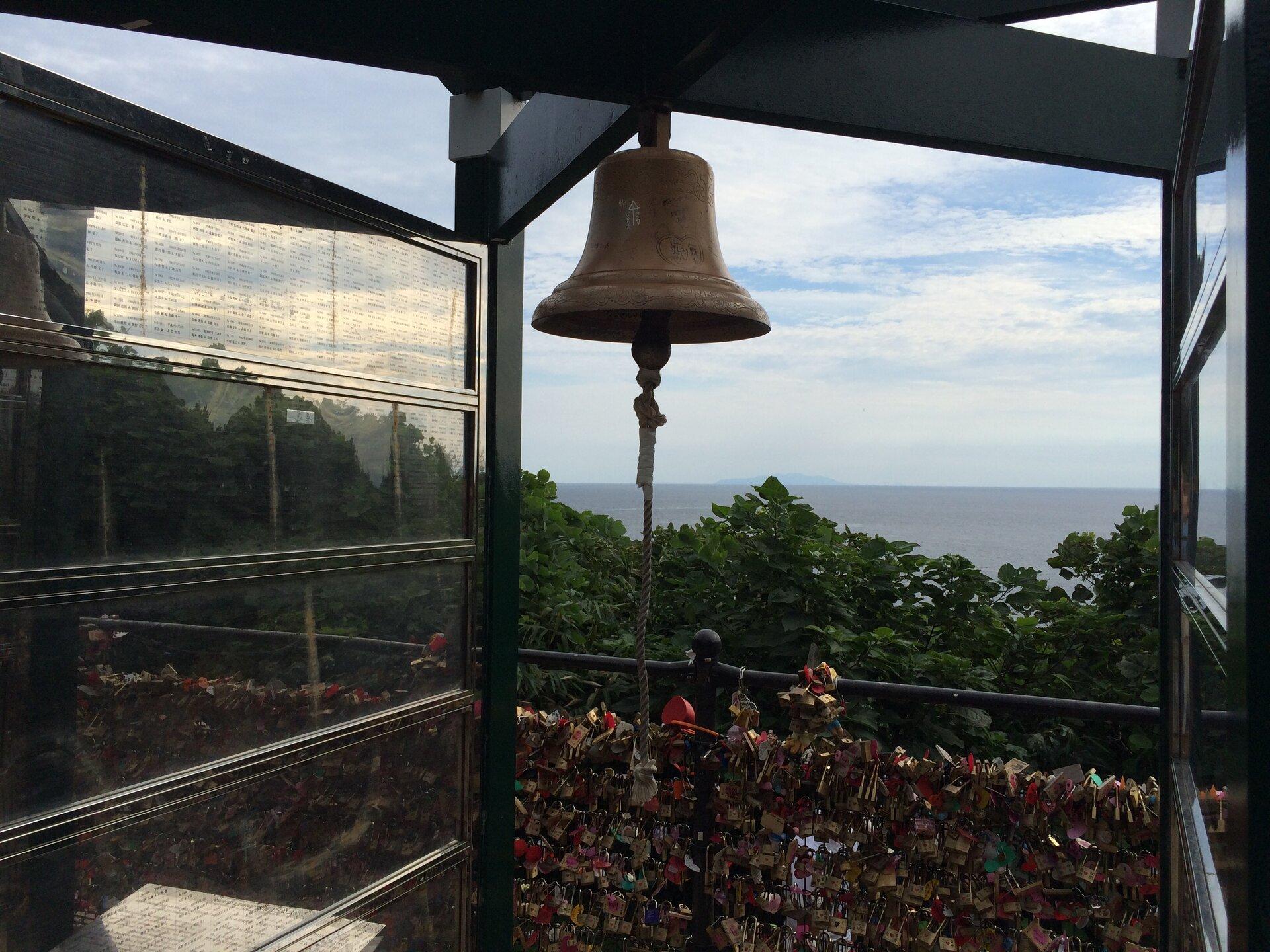 <江ノ島初心者向け>おすすめ定番デートプラン♪【新江ノ島水族館、生しらす丼、恋人の丘、洞窟、展望台】